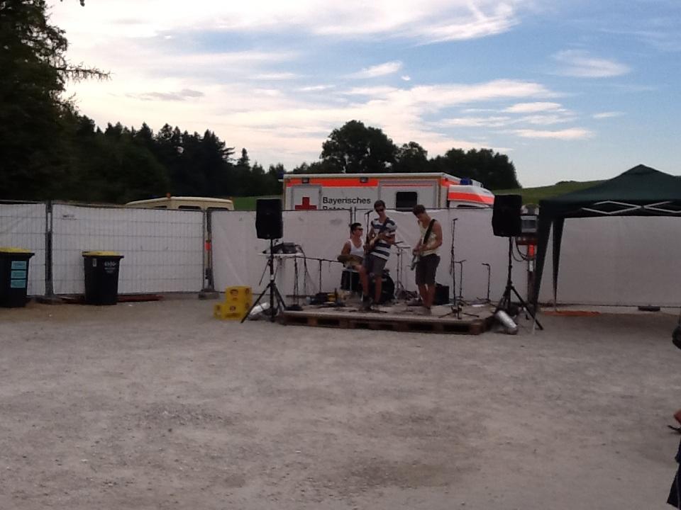 Nachwuchsband auf Palettenbühne, Seewärts Festival Chieming (Juli 2013)